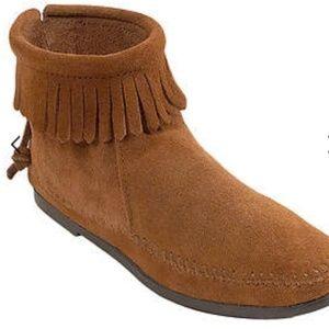 MINNE TONKA hardsole Womens fringe moccasin boots